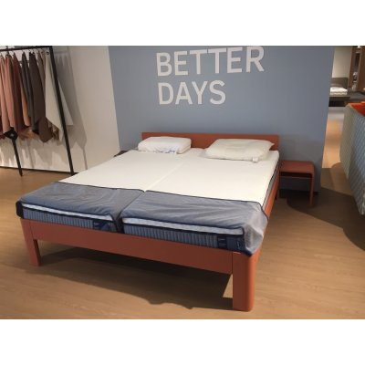 Bed auronde 1500 + hoofdbord + achterelement in dusty red